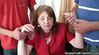 Threesome with old woman in..