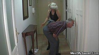 Man caught his girlfriend..