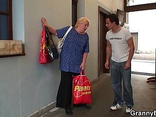 Old granny pleases an young..