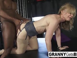 Sexy Grannies get Big Black..