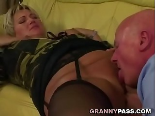 Grandpa pounds chubby granny..
