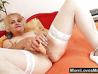 Mature Dominika old pussy..