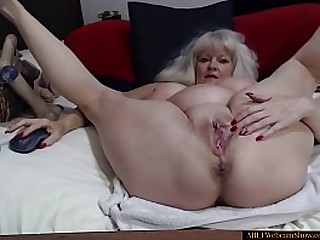Sexy Granny Fingering Her..